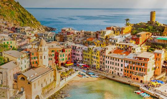 Colourful buildings and blue sea, Vernazza, Italy